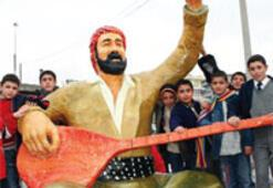 Siverek'e Şivan Perver heykeli