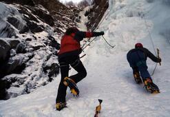 Türkiyenin en uzun buz şelalesi keşfedildi