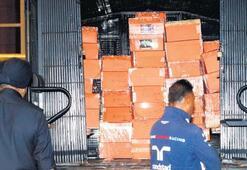 Rezak'ın evinden çıkanlar 5 kamyonla taşınabildi...