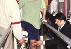 İki bacağı dizden koptu 150 günde yürüttüler