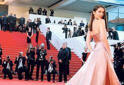 Cannes'da yıldızlar geçidi