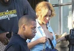 Beyonce göğüs frikiği kameralara işte böyle takıldı