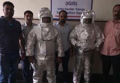 NASA çalışanı dolandırıcılar uzay giysileriyle kamera önüne geçti
