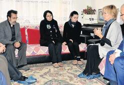 Filiz Akın'dan Özgecan'ın ailesine taziye