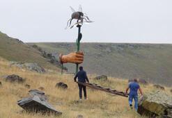 Arı heykeli 5 kilo bal verdi