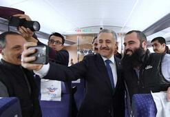 Bakan Arslan yılbaşında YHT personelini ziyaret etti