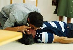 Ahmet Kuraldan yeni yıla damga vuran ilk öpücük