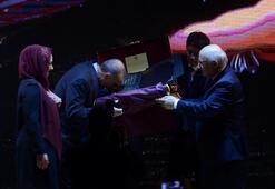 Cumhurbaşkanı Erdoğana hediye edildi Şeffaf ipek üzerine altın ve gümüşle...