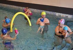 Emeklemeden yüzmeyi öğreniyorlar  -