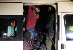 14 kişilik minibüse 56 kaçak bindirmişler