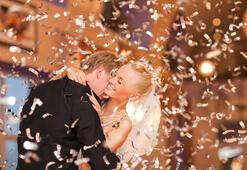 Hodjapasha'da,  Evlenecek çiftlere 5 saatte düğün dansı kursu