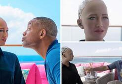 Robot Sophia: Romantik değilim ancak Smith ile vakit geçirmek eğlenceliydi