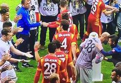 Galatasaraya alkış jesti