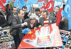 Çin Başbakanı Ven'e İstanbul'da protesto