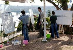12 ressam Haliçi çiziyor