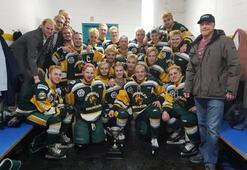 Son dakika: Kanadada buz hokeyi takımı otobüsü kamyonla çarpıştı Takımın yarısı...