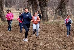 Şampiyon sporcu köyündeki çocukları eğitiyor