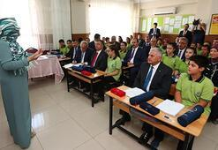 Başbakan Yıldırım Hacı Abdurrahman  Özdemir Ortaokulunda derse girdi