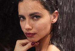 Adriana Lima, Paskalya için soyundu