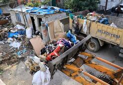 Evindeki çöpleri vermemek için barikat kurdu