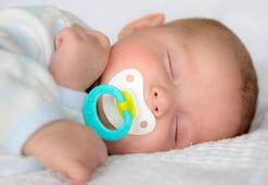 Yenidoğan bebeklerde emzik kullanmak sakıncalı mıdır