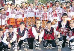 Koşun çocuklar koşun Karşıyaka'da şenlik var