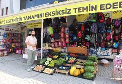 Marketlere tepki için kırtasiyede sebze-meyve sattı