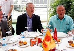Albayrak'tan basın mensuplarına yemek