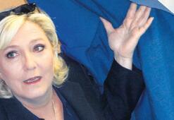 Le Pen'in DAEŞ paylaşımı bela oldu