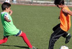 Türk ve Suriyeli çocuklar maç yaptı