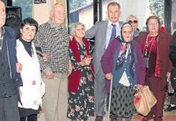 Huzurevi yaşayanlarına erken yılbaşı kutlaması