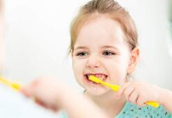 Çocukluk ve ergenlikte ağız ve diş bakımı önemli