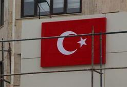 Diyarbakır Büyükşehir Belediyesi'ne yeni tabela asıldı