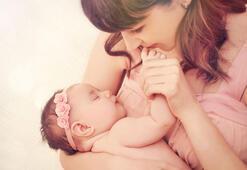 Yeni doğan bebeğina anne ile teması neden önemlidir