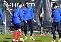 Antalyasporun yeni transferi Salih Dursun da idmana katıldı