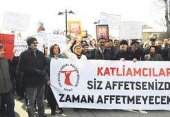 Madımak'a yürüyerek protesto ettiler