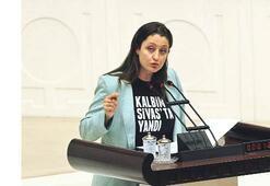 Pavey'den Meclis'te tişörtlü protesto