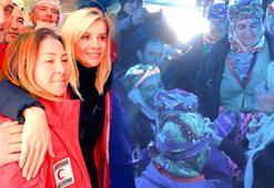 Esra Erol, deprem mağduru Yukarıköy sakinleriyle bir araya geldi