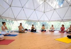 Başak Yüksel ile detoxlu yoga programı