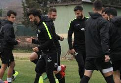 Akhisar Belediyesporda yeni transferler antrenmana çıktı