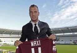 Torinolu golcü Maxi Lopez sigarayla yakalandı
