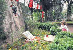 Atatürk'ten Zübeyde Ana'ya çiçek