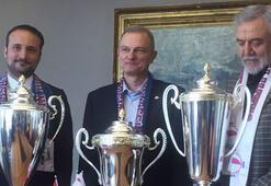 Yakın Doğu Üniversitesinde 3 kupa sevinci