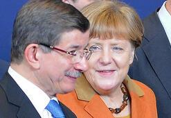 Merkel, Davutoğlu discuss upcoming EU summit in phone call