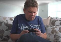 Toby Ott adlı genç doğuştan gözleri görmese de video oyunu oynayabiliyor