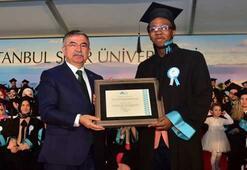 Bakan Yılmaz mezuniyet coşkusuna katıldı