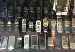700 bin TLye bu cep telefonu koleksiyonunu satın alır mısınız