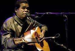 Görme engelli şarkıcı Yunupingu yaşamını yitirdi