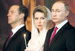 Putin Paskalya kutlamalarında