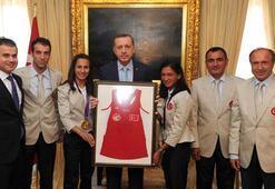 Başbakan Erdoğan olimpiyatta madalya kazanan sporcuları kabul etti